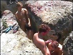 L'été indien - jeunes mecs baisent dans les tranchées