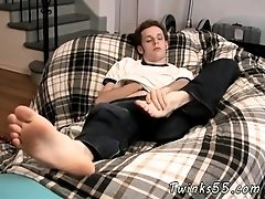 Gay young on old sucks his toes and feet gay emo skater squirting his